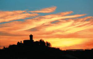 Tramonto a S.Vittoria d'Alba. Foto di Carlo Avataneo.