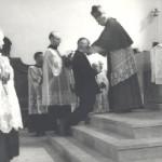 Carlin riceve la Commenda dell'Ordine di San Silvestro-Papa, il 5 gennaio 1950, per il forte impegno profuso nella comunità a livello sia civile che parrocchiale.