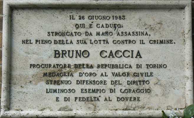 La lapide in via Sommacampagna a Torino, dove fu ucciso il magistrato. ( Foto Dario Ferro)
